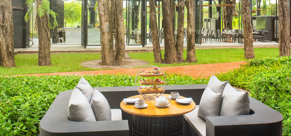 X2-Chiang-Mai-Riverside-OXYGEN-dining-room-outdoor-table